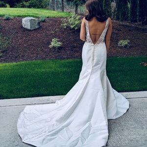Monique Lhuillier bridal wedding dress